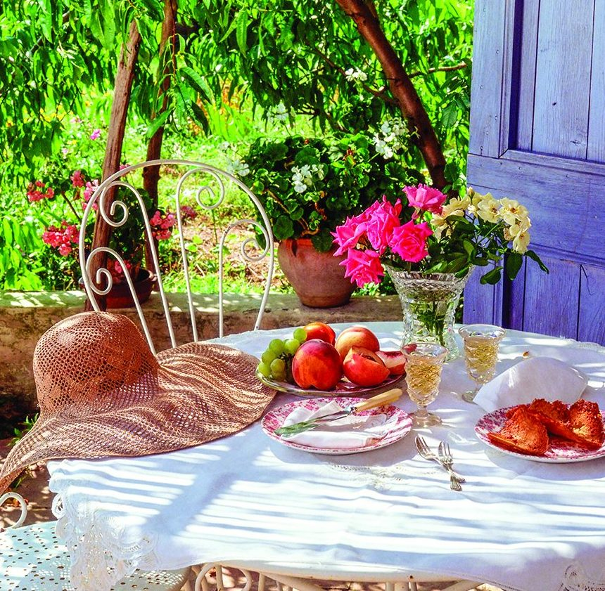 Improve Comfort When Dining Outdoors
